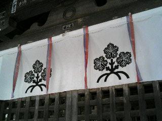 前宮本殿にある梶の葉の文様