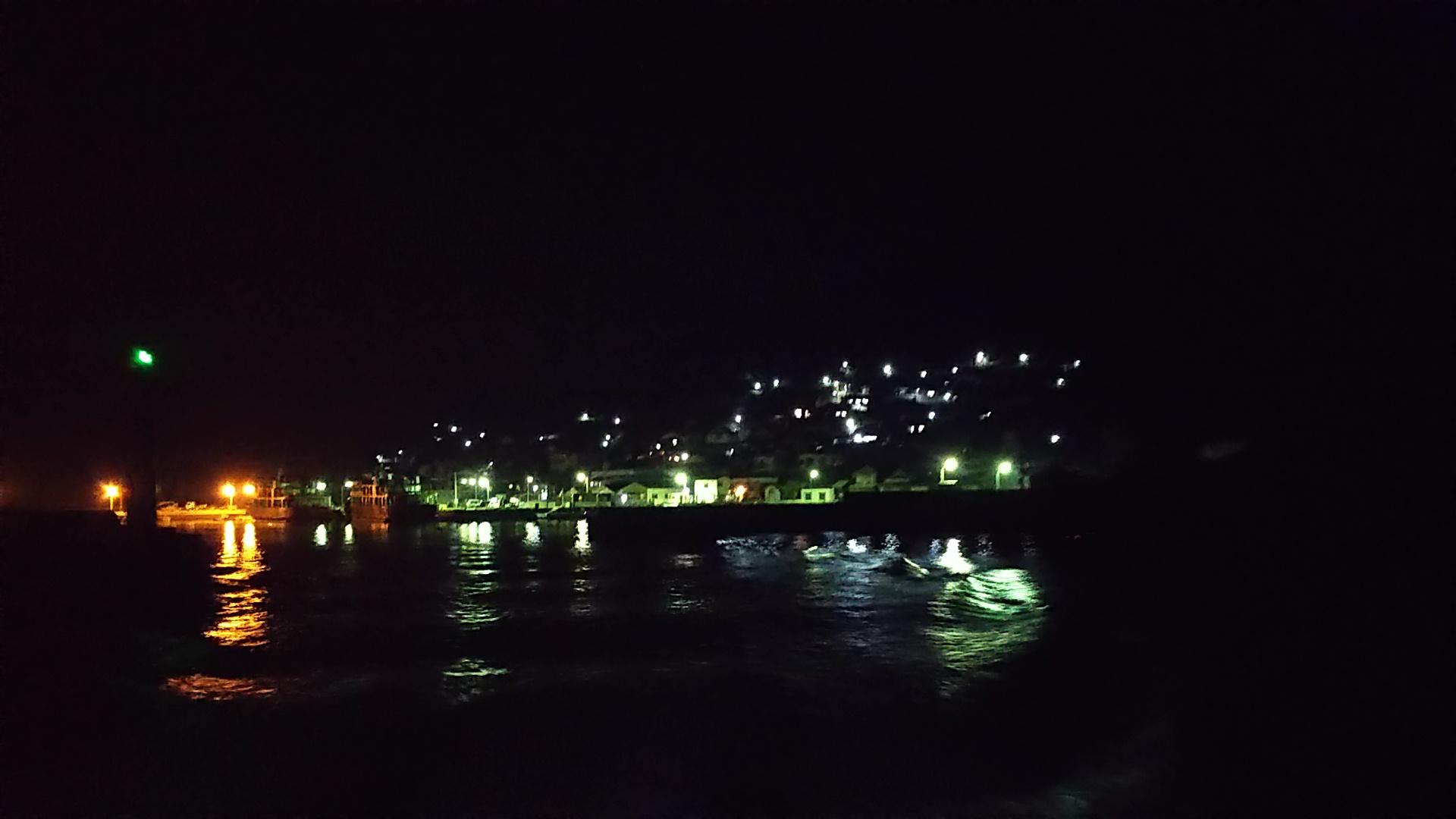 海上タクシーから見る男木島の夜景