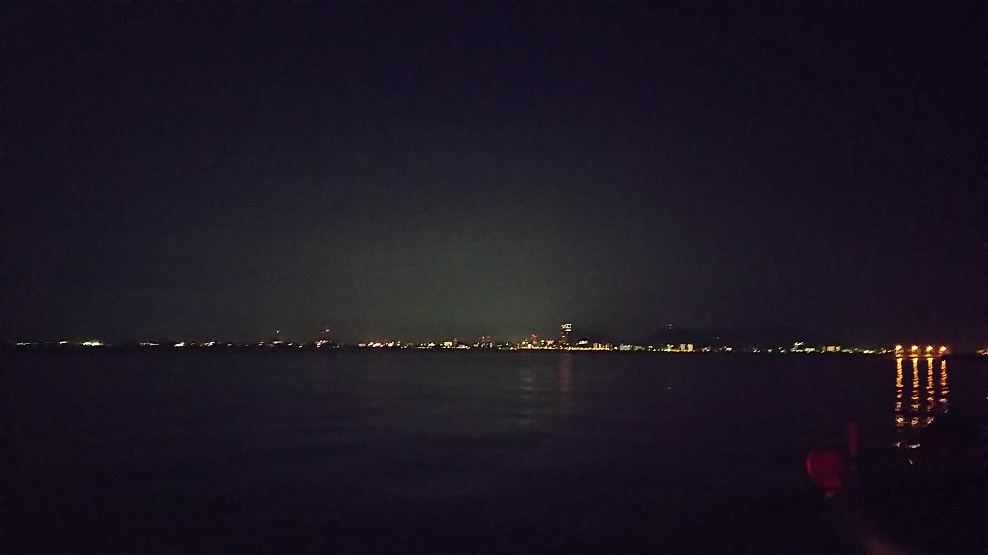 海上タクシーから見る高松の夜景