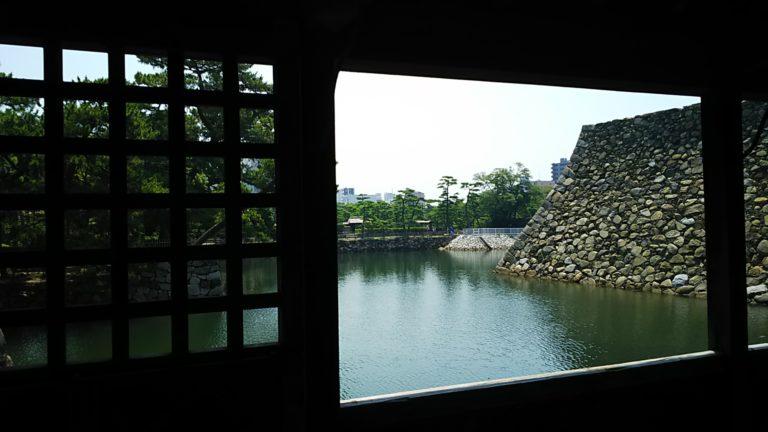 鞘橋から望む高松城跡の堀