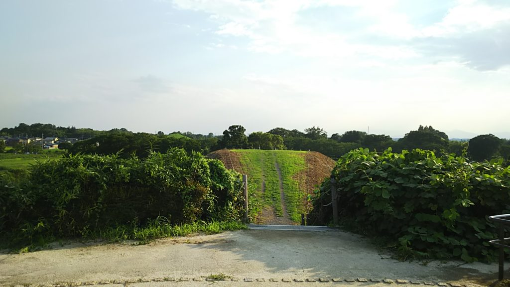 稲荷山古墳、円形部分からの眺め