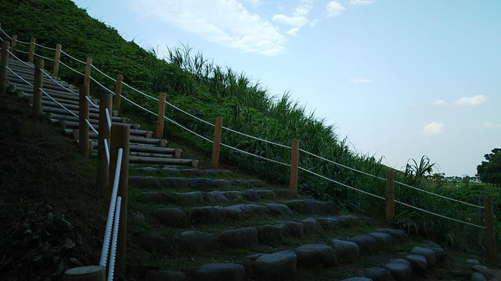 丸墓山古墳階段