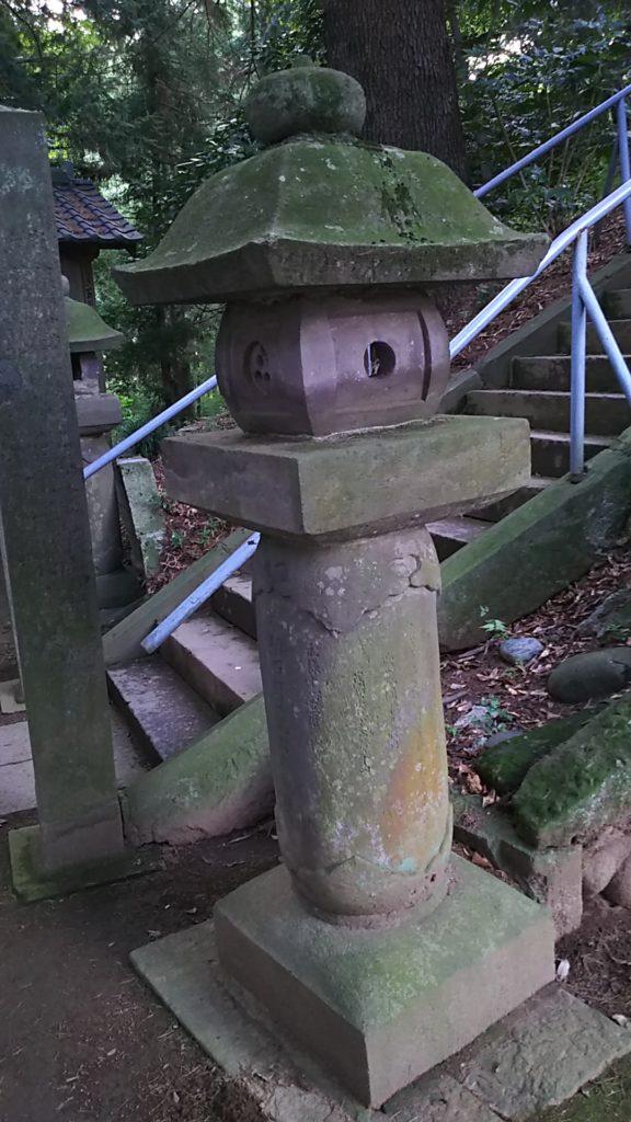 前玉神社の石灯篭